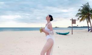 Đón tuổi mới, Khánh My tung bộ ảnh diện bikini nóng bỏng khoe dáng mướt mắt