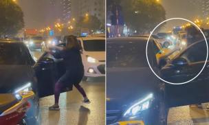 Người phụ nữ chặn xe Mercedes giữa đường phố Hà Nội để đánh ghen, cú đá của tiểu tam trên xe gây chú ý