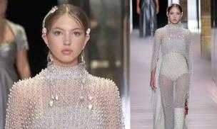 Ái nữ huyền thoại làng mẫu Kate Moss khoe nhan sắc nữ thần ở tuổi 18 khi cùng mẹ lên sàn diễn
