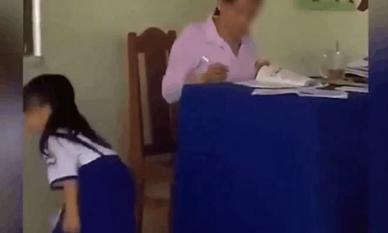 Chấm điểm xong, nữ giáo viên vứt vở xuống đất cho học sinh tự lên nhặt gây bức xúc