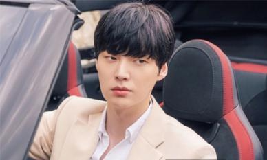 Trong khi Goo Hye Sun 'hóa dại' sau ly hôn, hình ảnh đầu tiên của Ahn Jae Hyun trong phim mới khiến fan bất ngờ