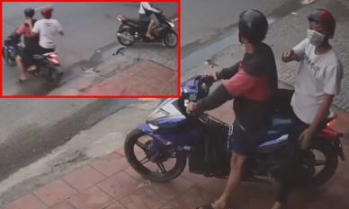Đạo tặc lấy dao đe dọa người dân để đồng bọn trộm xe máy giữa ban ngày