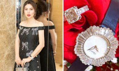 Hoa hậu Phương Lê tự mua quà cho mình trị giá hơn 20 tỉ nhân ngày 20/10