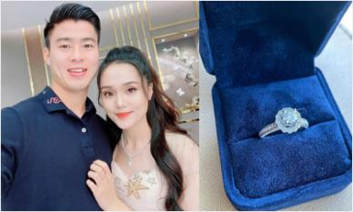 Bạn gái Đỗ Duy Mạnh khoe nhẫn kim cương to vật vã, fan đoán sắp có đám cưới