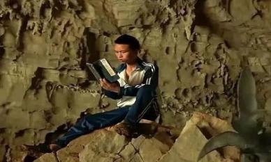 Mê muội tiểu thuyết kiếm hiệp, 'dị nhân' vào núi luyện võ công mong làm Võ lâm minh chủ