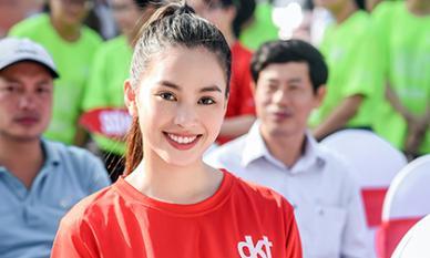 Tiểu vy 'bung xoã' hết cỡ, nhảy flashmob cùng hàng ngàn sinh viên Đà Nẵng