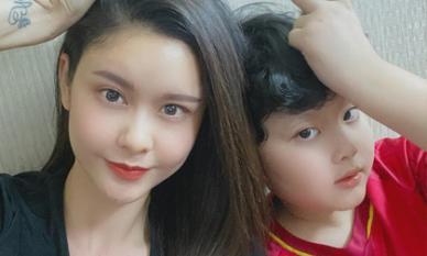 Con trai Tim - Trương Quỳnh Anh hát Quốc ca ủng hộ tuyển Việt Nam