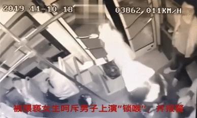 Thiếu nữ dũng cảm khống chế tên biến thái sàm sỡ khách nữ trên xe buýt