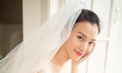 Hậu hé lộ hôn phu điển trai, Hoàng Oanh tất bật thử váy cưới chuẩn bị cho hôn lễ