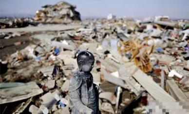 Tượng Phật vẫn vững vàng giữa thảm họa động đất Tứ Xuyên: Tâm linh hay khoa học?