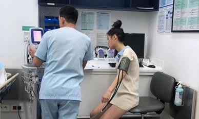 Han Sara phải nhập viện nửa đêm vì trật chân liên tục