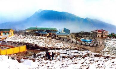 Tuyết rơi trắng xóa trên đỉnh Fansipan, kinh nghiệm cần nhớ khi săn tuyết ở Sa Pa