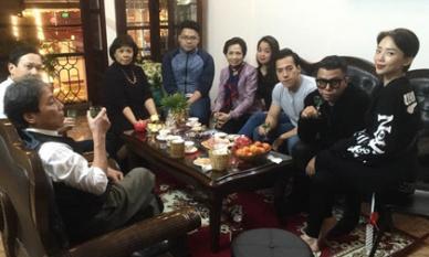 Hình ảnh Tóc Tiên thân thiết chụp ảnh cùng gia đình bạn trai Hoàng Touliver gây chú ý