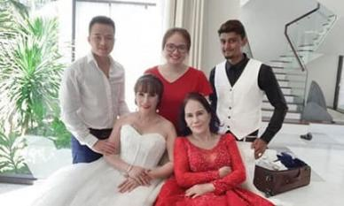Hậu nâng mũi, 'cô dâu 62 tuổi' tự tin chụp hình cưới cùng cặp 'cô dâu 65 tuổi' ở Đà Nẵng