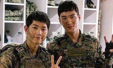Ôm hi vọng sẽ hot cùng Song Joong Ki, nam phụ 'Hậu duệ Mặt trời' vẫn phải đi làm ở công trường vì lý do bất ngờ