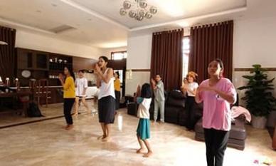 Dân mạng choáng ngợp vì không gian ngôi nhà sang trọng H'Hen Niê xây cho bố mẹ tại Đắk Lắk