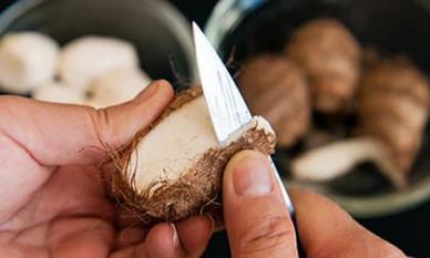 Tại sao tay thường bị ngứa khi chạm vào thực phẩm như khoai mỡ và dứa? Chuyên gia dinh dưỡng hé lộ sự thật