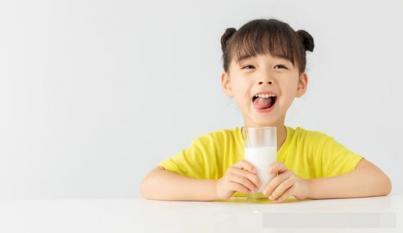Sự khác biệt giữa những người uống sữa và những người không uống sữa mỗi ngày là gì?