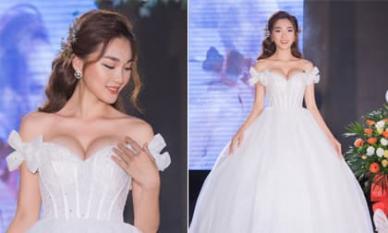 Bạn gái cũ tiền vệ Phan Văn Đức - Ngọc Nữ 'o ép' vòng một khi diện váy cưới
