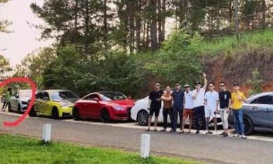 Nghi vấn Hương Giang né chụp ảnh cùng hội bạn 'cực phẩm' của Matt Liu?