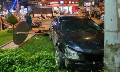 Xe Camry tông hàng loạt xe máy ở Sài Gòn: Nữ tài xế đạp nhầm chân ga