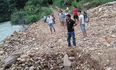 Vợ trượt chân ngã xuống sông, chồng nhảy xuống cứu bất thành khiến cả 2 tử vong thương tâm
