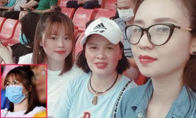 Huỳnh Anh cùng mẹ ruột và mẹ nuôi Quang Hải ra sân cổ vũ nam cầu thủ, cô nàng đã thay đổi điều này sau khi bị nhắc nhở
