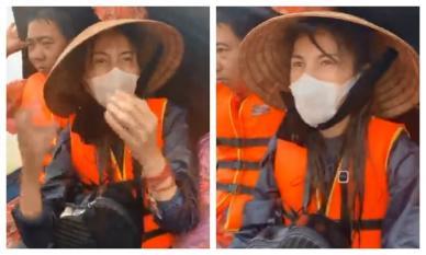 """Thuỷ Tiên  lênh đênh trên """"biển nước lũ"""" cứu thêm người già và trẻ em ra khỏi cùng nguy hiểm"""