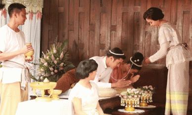 Ngày cưới, mẹ dặn con trai 'nên nhớ từ giờ vợ là nhất, mẹ chỉ số 2' khiến cả hôn trường đứng lên vỗ tay rầm rầm