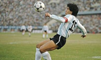 Diego Maradona và những khoảnh khắc ma thuật khiến người hâm mộ 'phát cuồng'
