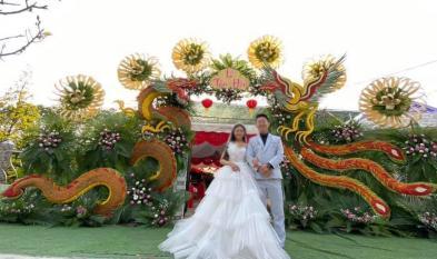 Cổng đám cưới bằng lá dừa 'siêu to khổng lồ' cực độc mà đẹp tại miền Tây