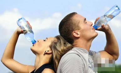 Nước máy đun sôi, nước đóng chai, nước suối chai nhỏ, loại nào tốt hơn để uống lâu dài?