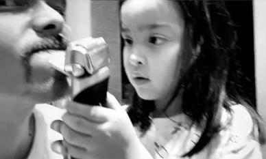 Con gái 'Mỹ nhân đẹp nhất Philippines' mới 5 tuổi đã biết giúp bố cạo râu
