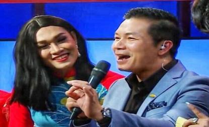 Khán giả 'nín thở' khi xem Shark Hưng cùng Shark Dũng hát lô tô trên sân khấu 'Thương vụ bạc tỷ'