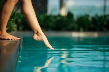 Có bao nhiêu nước tiểu trong một bể bơi?