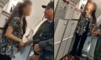 Nữ hành khách náo loạn máy bay, đòi đổi chỗ vì người ngồi cạnh nói chuyện và xịt mùi nồng nặc