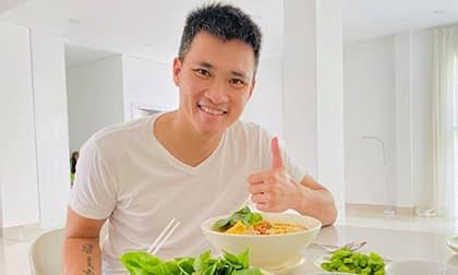 Công Vinh hạnh phúc khoe tô bún riêu Thuỷ Tiên nấu ngon như nhà hàng