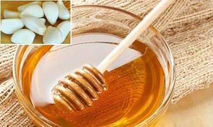 Ít ai biết rằng sử dụng mật ong để thoa mặt mỗi ngày, có thể trị tàn nhang, làm trắng da và giúp da mềm mại mịn màng
