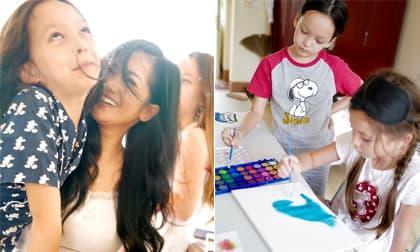 Cặp song sinh nhà Hồng Nhung vẽ tranh, chơi trò chơi tự chế trong khu cách ly tập trung
