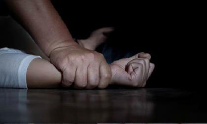 Cô gái bất ngờ đảo ngược tình thế thít cổ được kẻ cưỡng bức, nhưng vô tình gây chết người, phán quyết của Tòa án trở thành tâm điểm chú ý