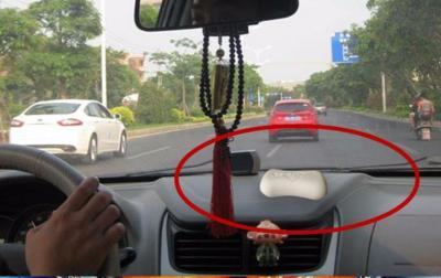 Tại sao lại nên để xà phòng trong xe? Người lái xe già: Không phải chỉ vì khử hôi hám mà vì sự sống