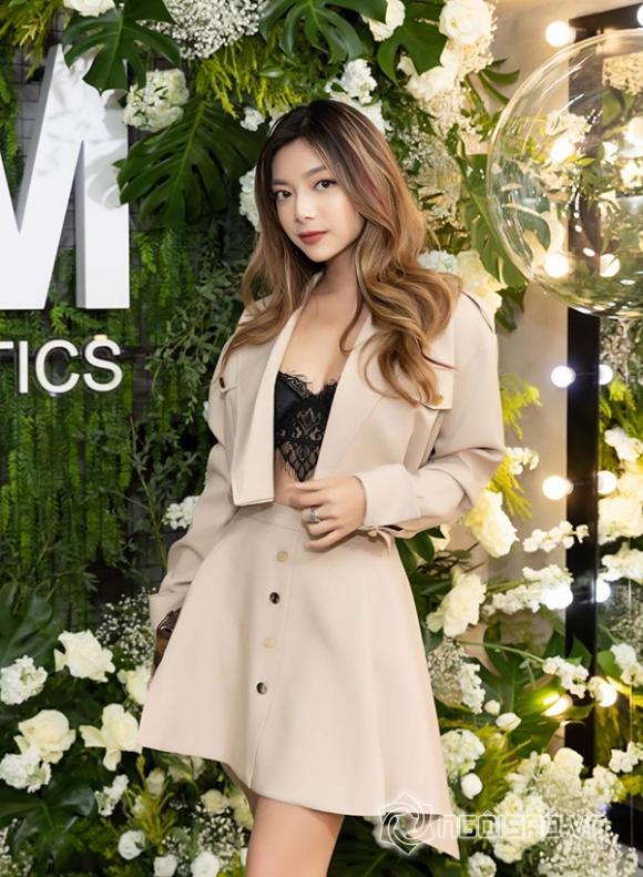 ,NTK Chung Thanh Phong, siêu mẫu, Minh Tú,  Thuý Hạnh, Khả Ngân,  Anh Thư, sao Việt,Thu Minh