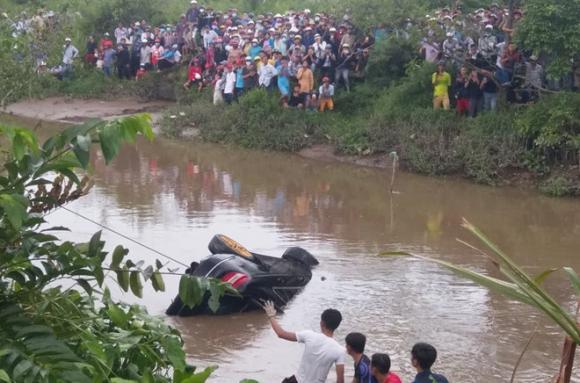 tai nạn giao thông, xế hộp Mercedes, Tiền Giang, phụ nữ mang thai