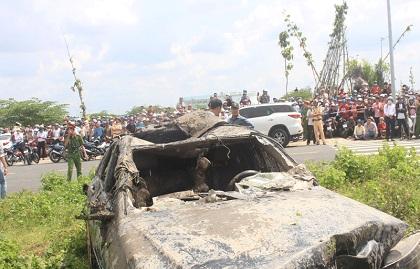 xe Mercedes lao xuống kênh, 3 người tử vong trong xe mercedes, tai nạn giao thông