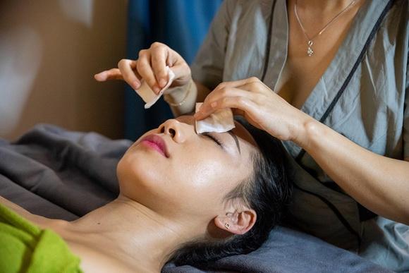 Amber spa & beauty, massage trị liệu, bấm huyệt