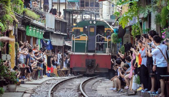 cà phê đường tàu, đường sắt, Hà Nội, an toàn giao thông đường sắt