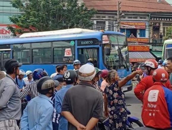 tài xế Grab, va chạm giao thông, lái xe buýt