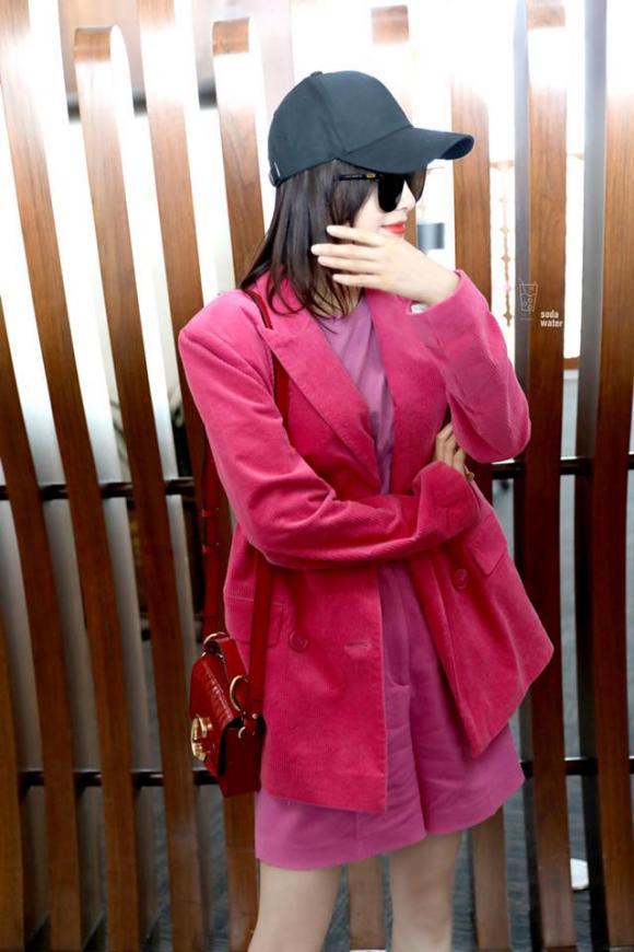 tần lam, cây hồng, thời trang sân bay, sao hoa ngữ