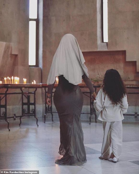 thời trang Kim Kardashian,Kim Kardashian,Kim Kardashian mặc hở hang,gia đình Kim Kardashian,sao Hollywood