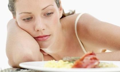 ăn sáng sai, ăn sáng gây hại cho sức khỏe, dưa chua, khoai lang, trứng sống